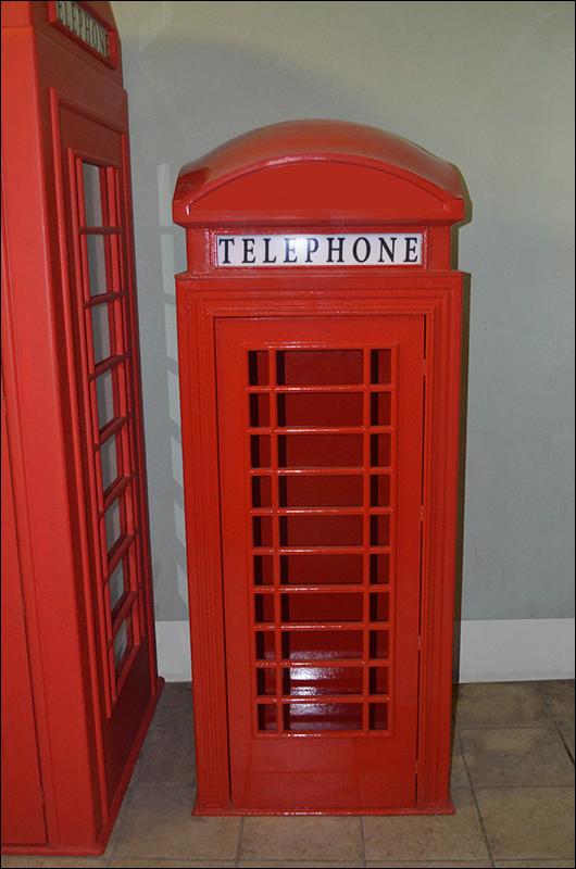 Детский шкаф в виде английской телефонной будки